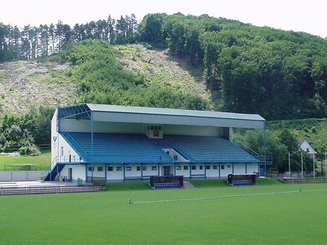 Openbaar voetbal stadion op 300 meter van Mladost